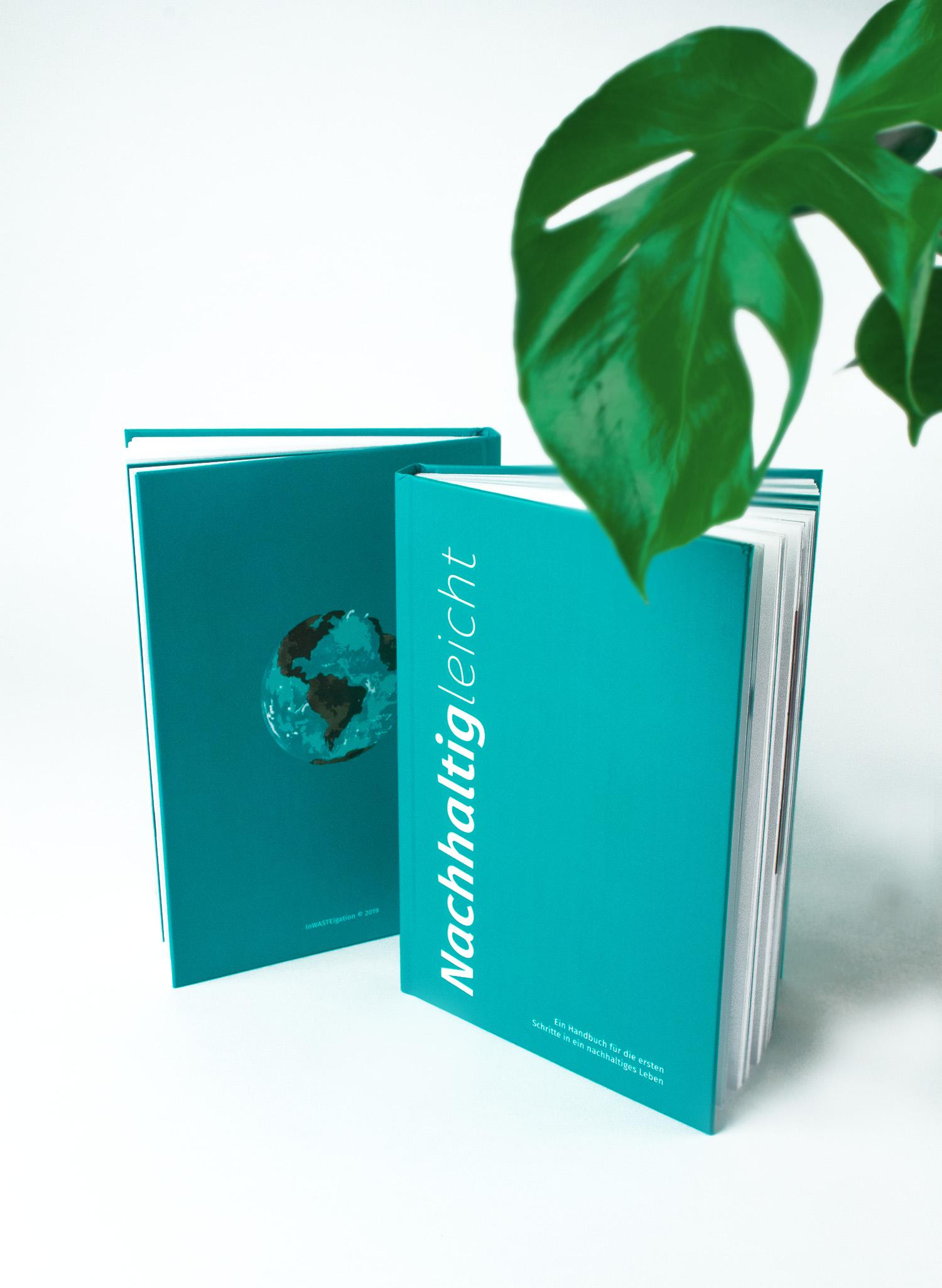 Nachhaltig-leicht_Bücher-unter-Monstera_Justinvanwickeren